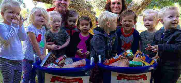 Kids getting food at FoodFinders