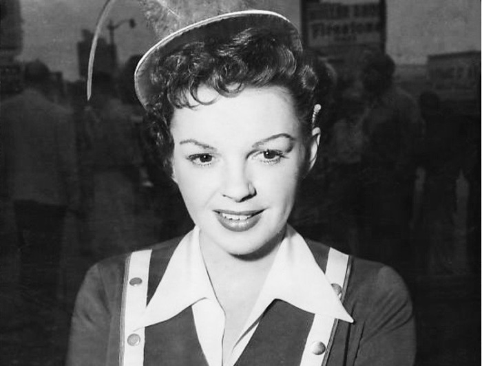 1954 publicity photo of Judy Garland: Judy Garland during filming in a drive-in restaurant for her role in the WB film A Star is Born.