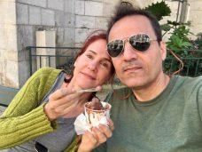 da-AL enjoys ice cream in Saint-Jean-de-Luz