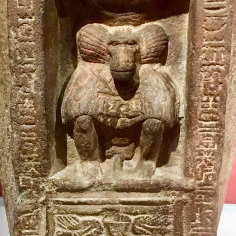 Close-up Thoth (baboon), patron of scribes