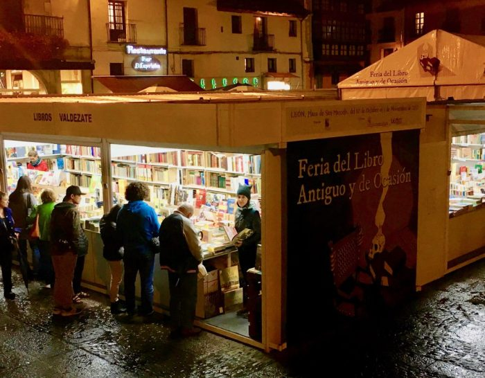Photo of da-AL at León book fair.