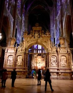 Photo of interior of Santa María de León Cathedral.