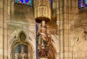 Photo of statue of pregnant Mother Mary.